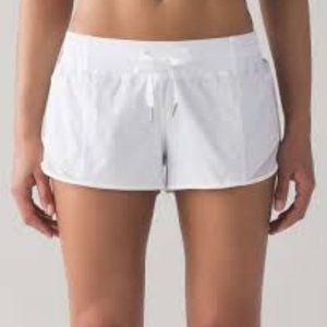 "lulu fanatics Lululemon Hotty Hot Short 2.5"" - Wh"